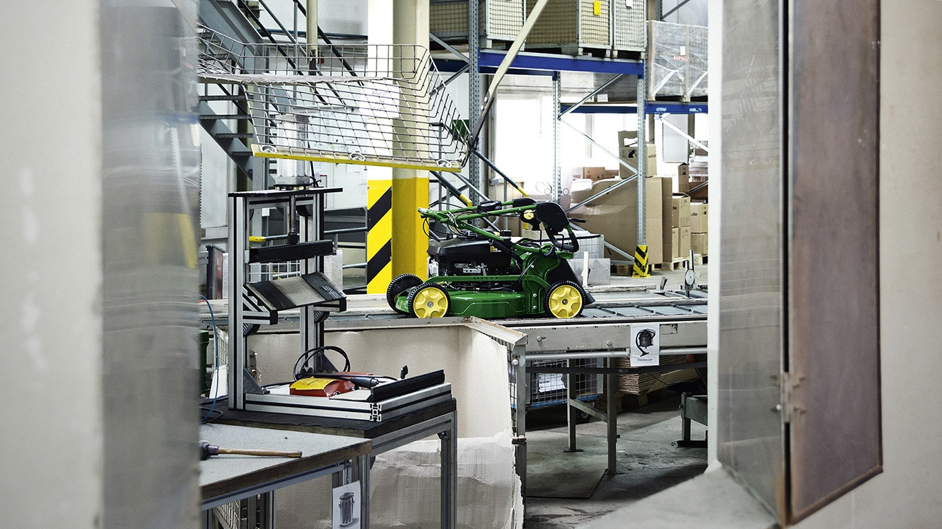 Homeowner, Factory, Assembly Line, Walk Behind Mower