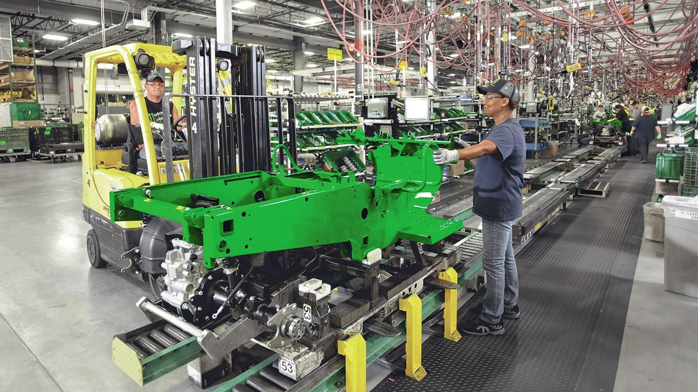 Vehículos multiuso Gator, fábrica, cadena de montaje, operador