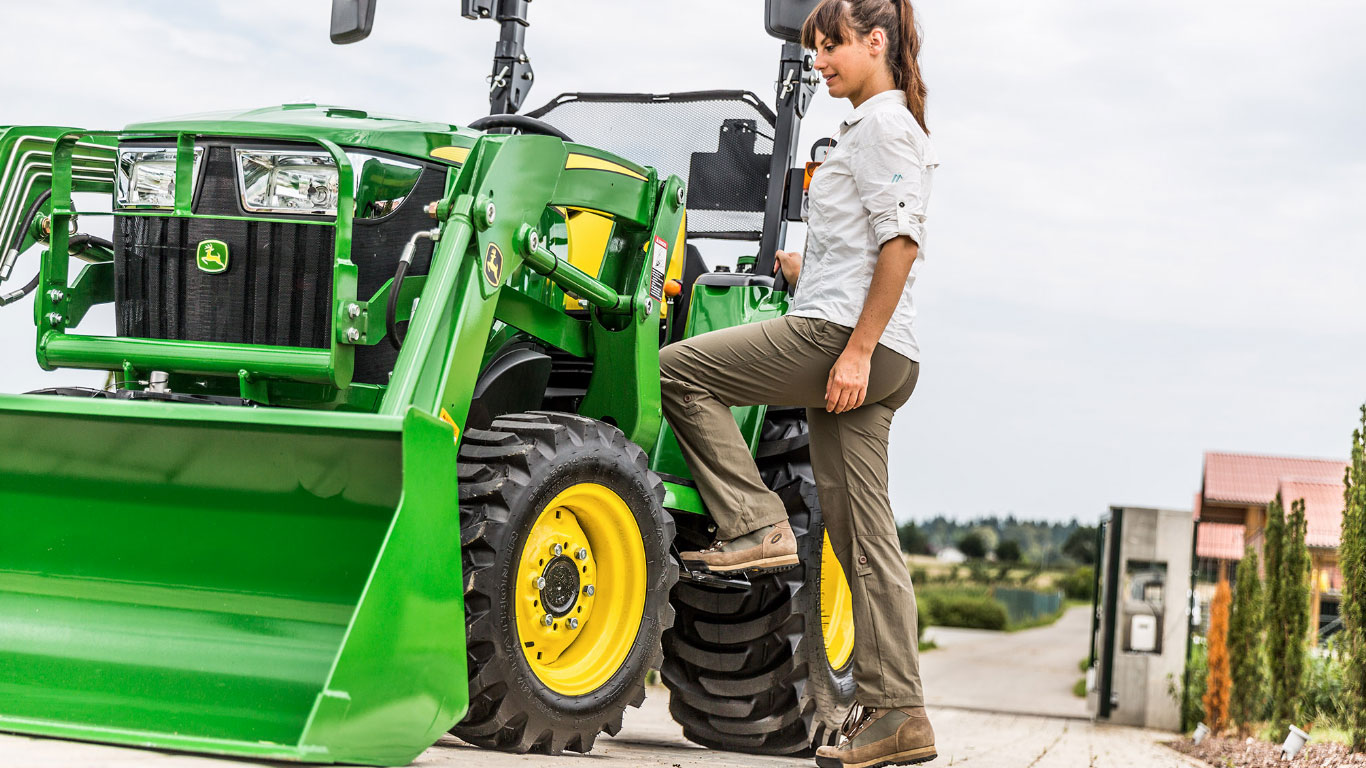 3 Series, Compact Utility Tractors, Easy On/Off Access