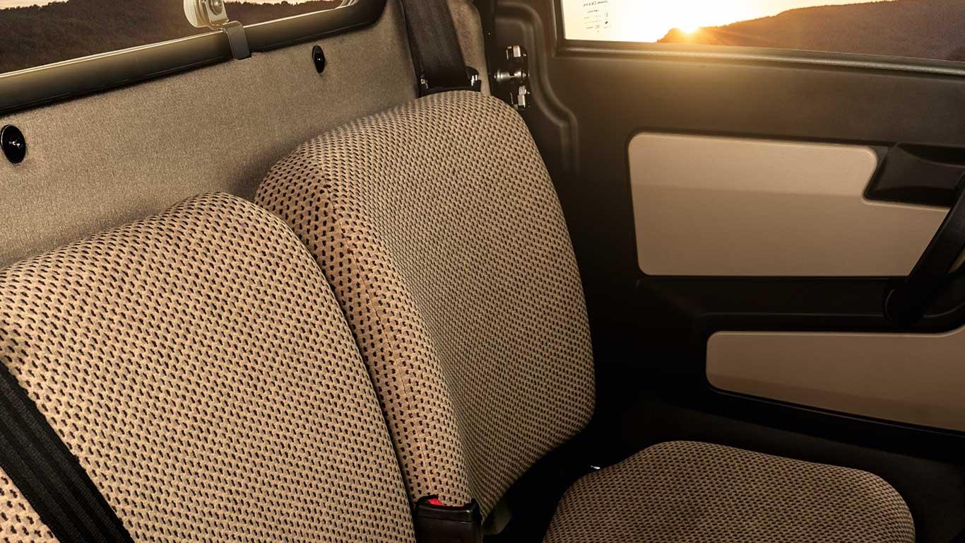 XUV865R, field shot, detail shot, tan interior