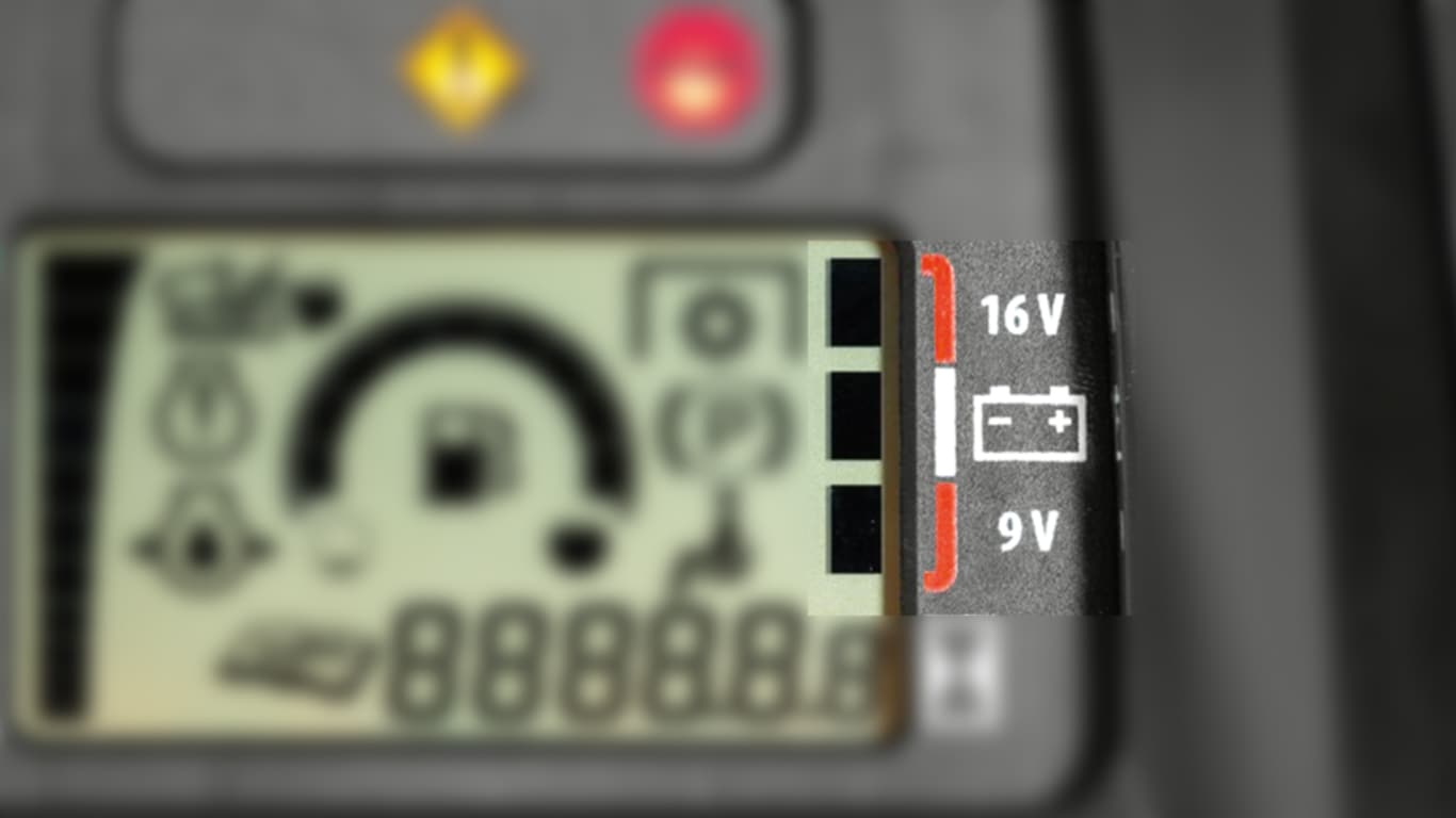 Voltage level indicator