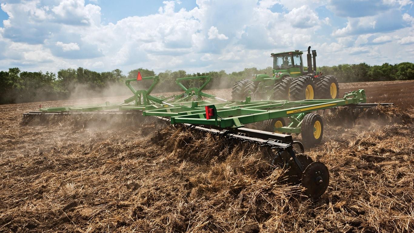 Основная и/или предпосевная обработка почвы