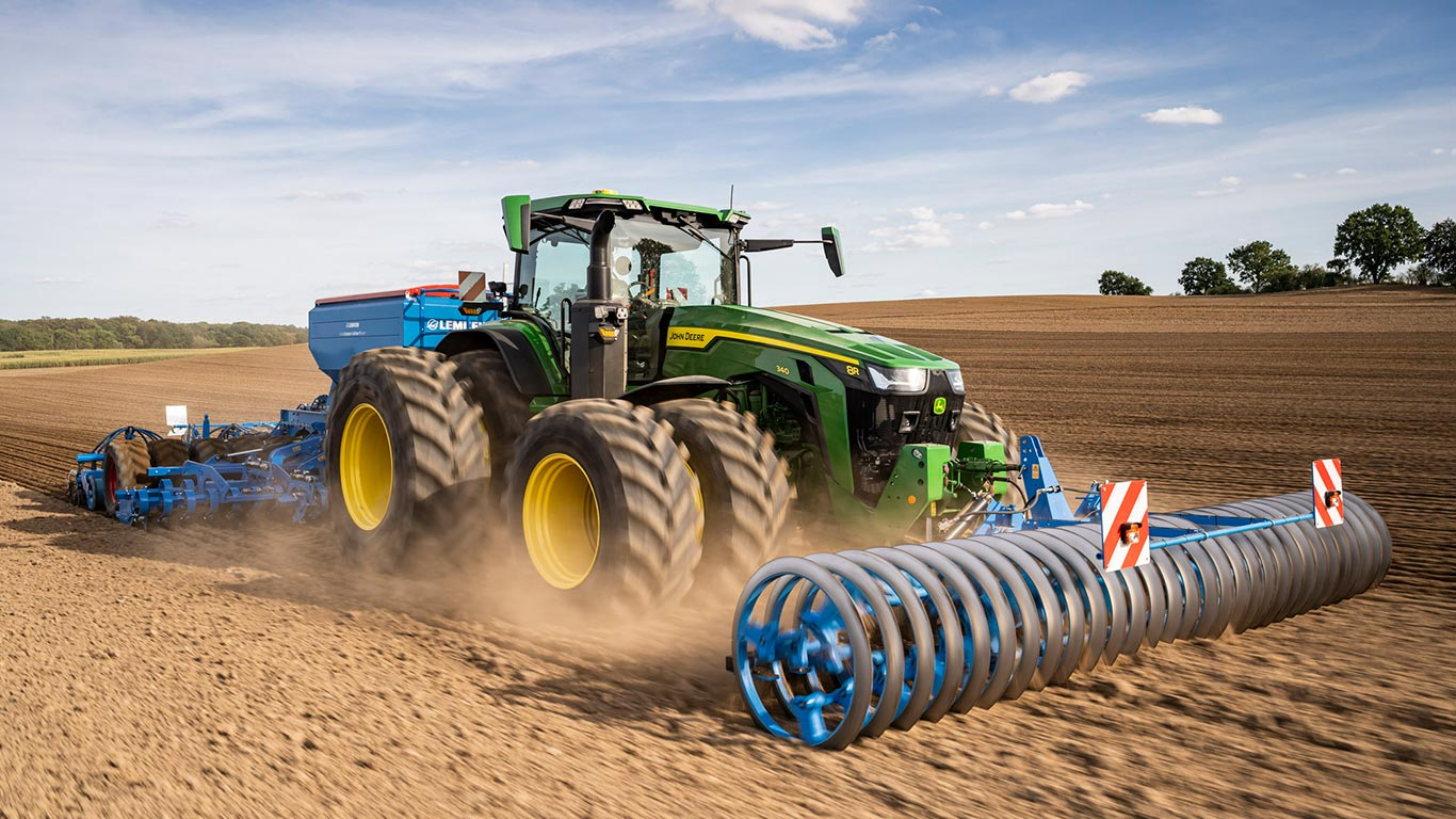 8R/RT/RX Series of large farm tractors by John Deere MY2020