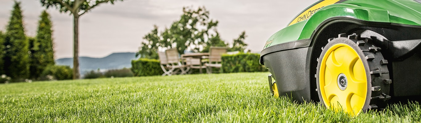 Tango E5 Series II, Autonomous Robotic Mower in Field